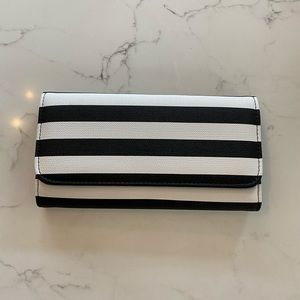 Black and white Kut from the Kloth wallet